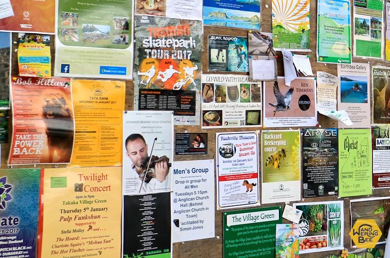 公共の掲示板にはビラが沢山