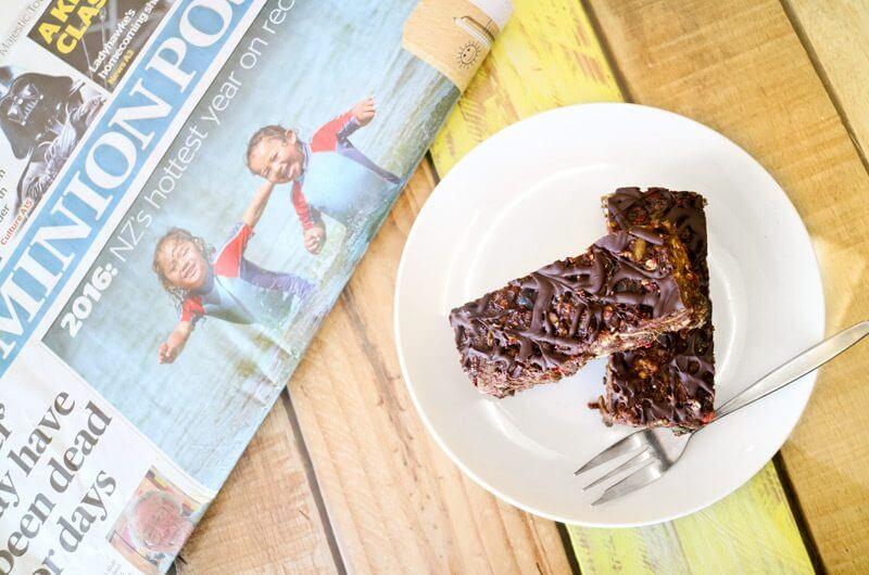 ニュージーランドのカフェでは、殆どの人が新聞を読んでいます