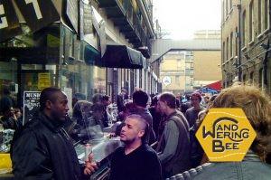 ロンドン、ブリック・レーン周辺地区では、常に新しい事を始める若者で活気溢れています