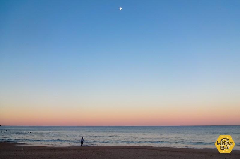 夕暮れ時の幻想的なディー・ワイ・ビーチ