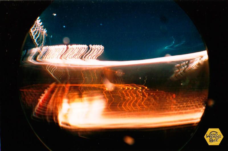 長時間露光機能を使用して撮影した光の写真