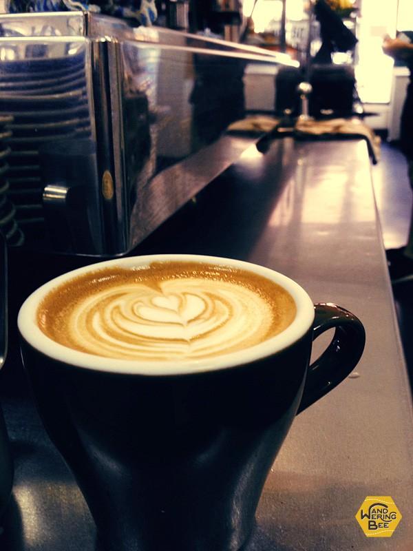 勤務先のカフェでちょっと一息、コーヒーブレイク