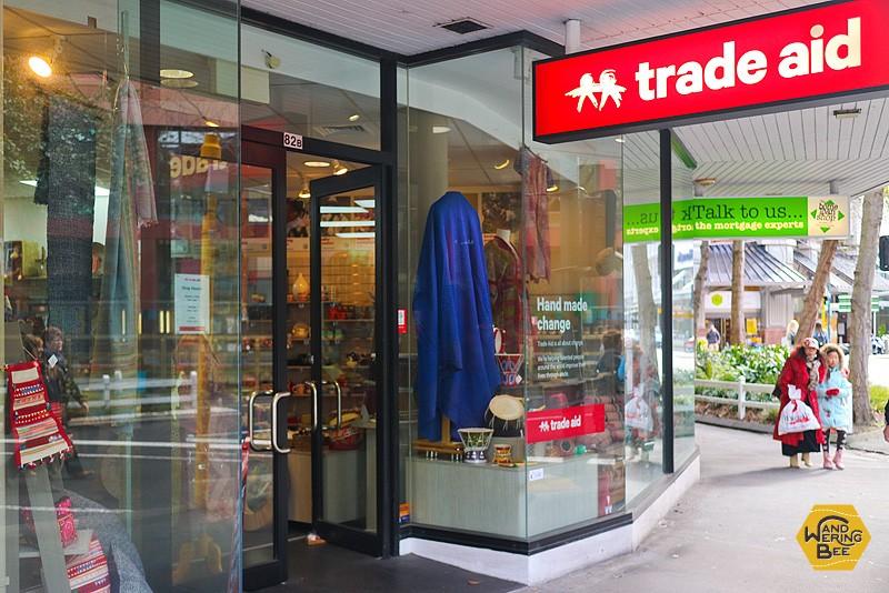 ウェリントンのTrade Aidは市立図書館の近く、ヴィクトリア・ストリートにあります