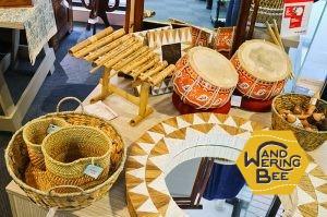 木と麻の色がクラフト感溢れる民族楽器たち