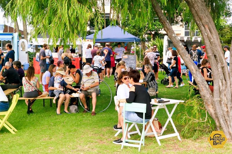 週末のマーケットは地元の家族連れや若者たちで大いに賑わいます!