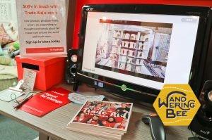 店内にはTrade Aidの会社理念を解説したビデオとリーフレットが置かれています
