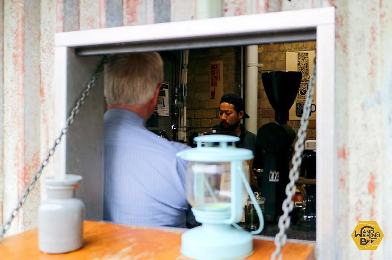 バリスタはコーヒー作りに接客に雑談にと、常に忙しいポジションです