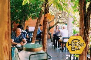 チェンマイにはオープンスタイルのカフェが多い。木漏れ日が気持ち良い
