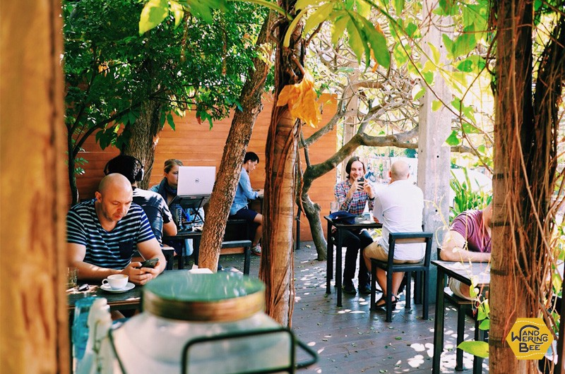 Lots of outside tables are available on Chiang Mai cafes. It's quite relaxing on a sunny day.