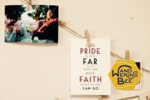 私をいつも後押ししてくれる大切な友人からのカード。「自分が今まで来た道に誇りを持ち、信念を持って先の道のりを行きなさい」