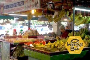 近所のタニン市場は常に人で賑わっています