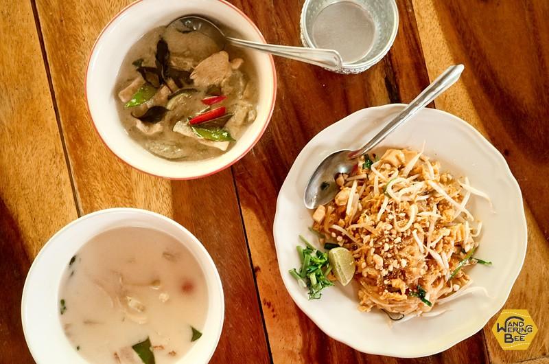 カレー、スープ、炒め物の3種類をそれぞれの順番で作ります