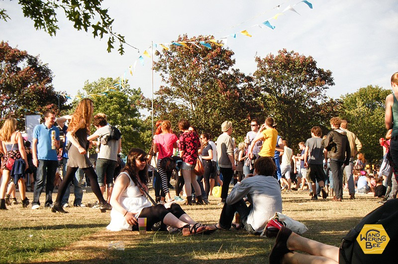 ロンドンの気持ちの良い夏の日は、公演でピクニックが定番