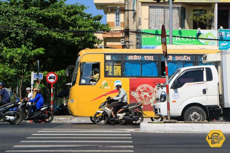 ダナンとホイアンを結ぶバスは黄色い車体が目印のルートNo.1