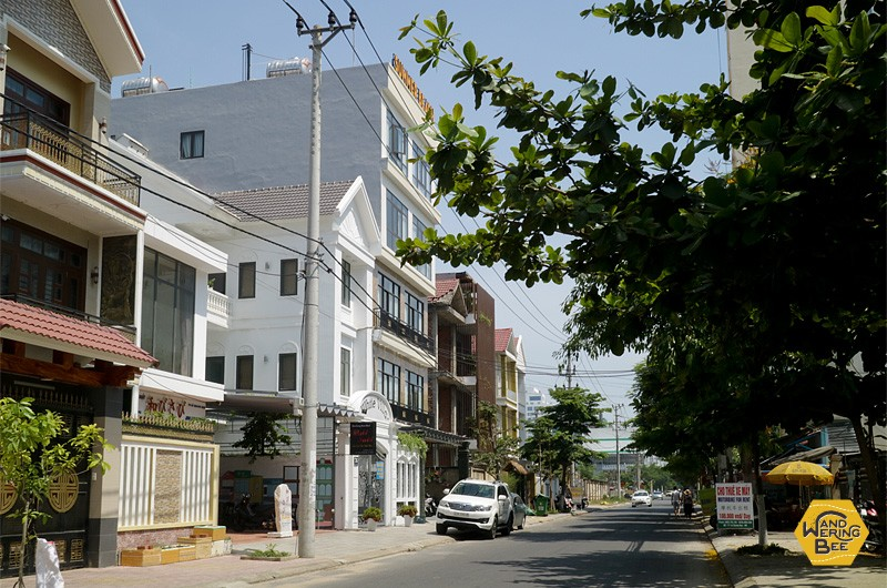 ビーチに近く、モダンなアパートなどの開発が進むエリア