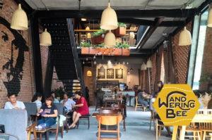 吹き抜けでモダンな建築が特徴的なMua Coffee Shop
