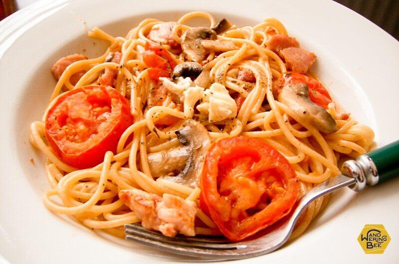 トマトとキノコのペペロンチーノ