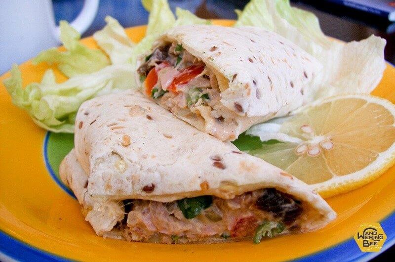ツナマヨと野菜のラップサンド