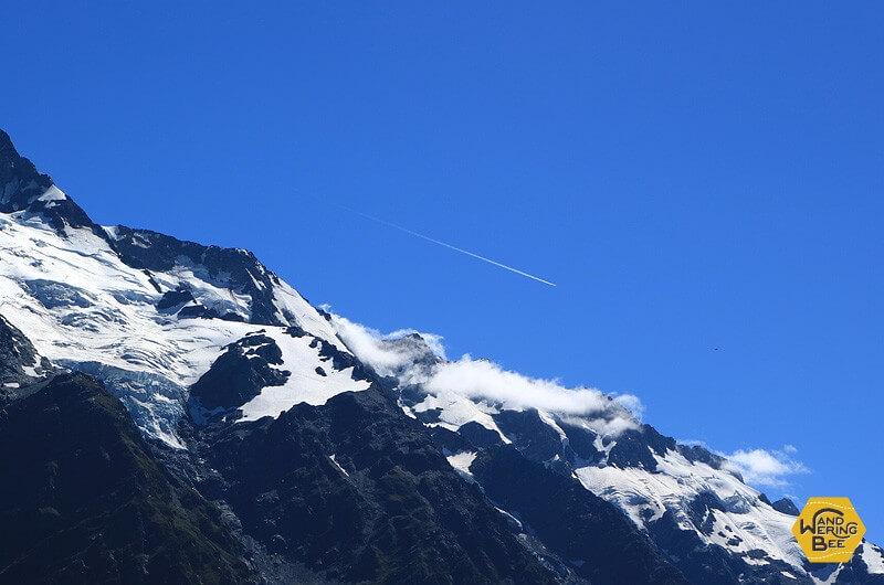 山の上には幸運の星が光る