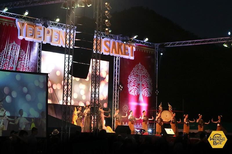 特設ステージではタイ伝統パフォーマンスが繰り広げられていました