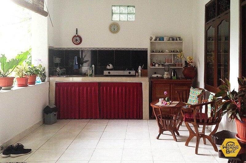 共有キッチンは外に備え付けられていることも多いです