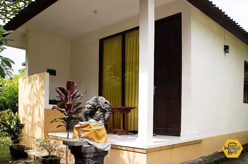 バリニーズ式の家の敷地内に建てられた個室