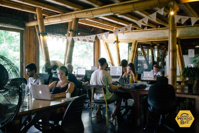 Hubudの作業スペースはバリ島ならではの竹建築