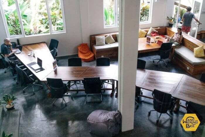 Outpostの一階部分は静かな空調の効いたエリア