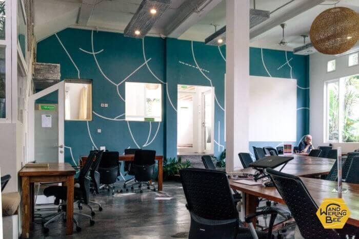 ノマドたちが各自仕事に集中できるような環境が整えられています