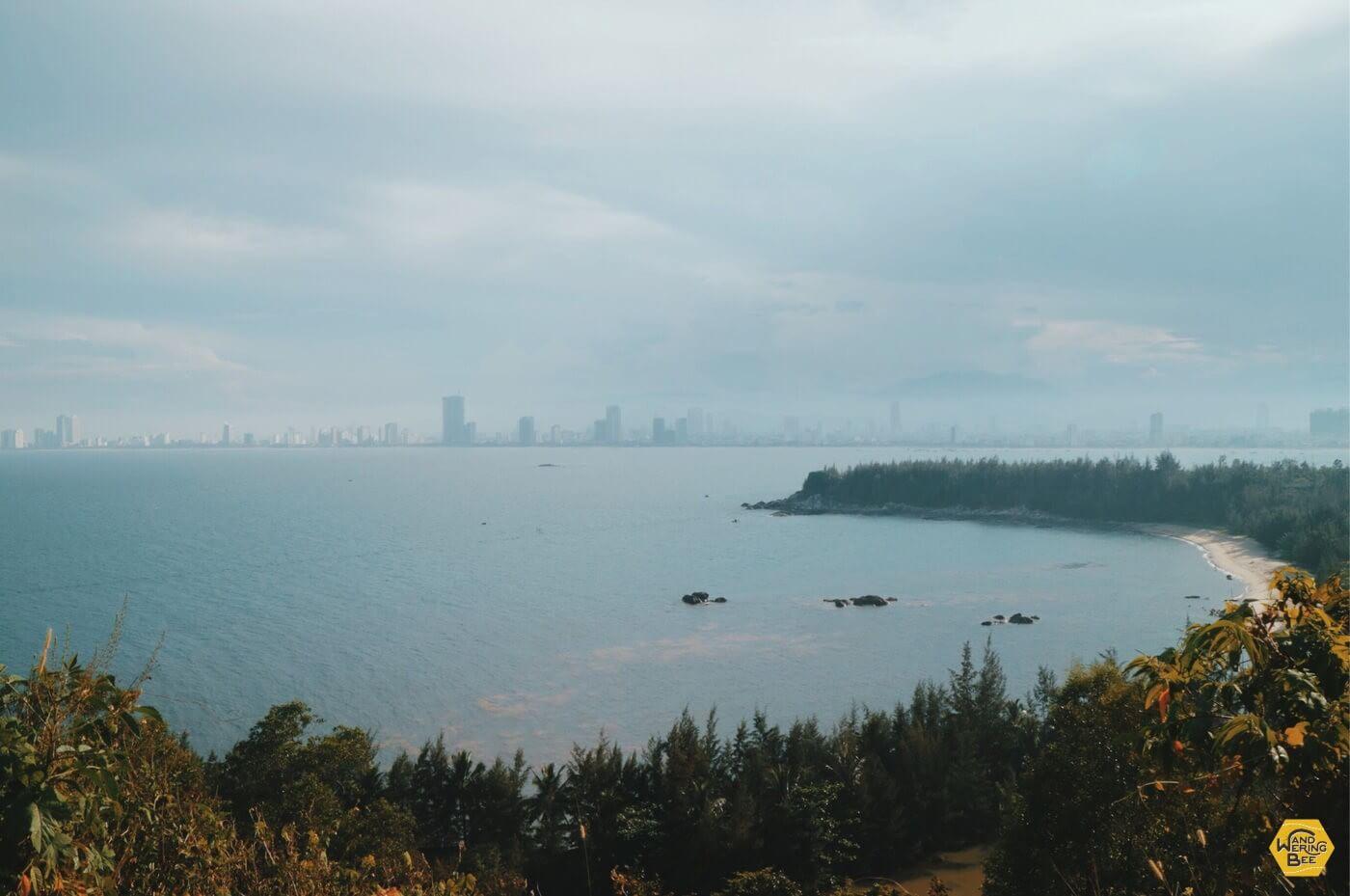 長く南北に伸びるソントラ半島