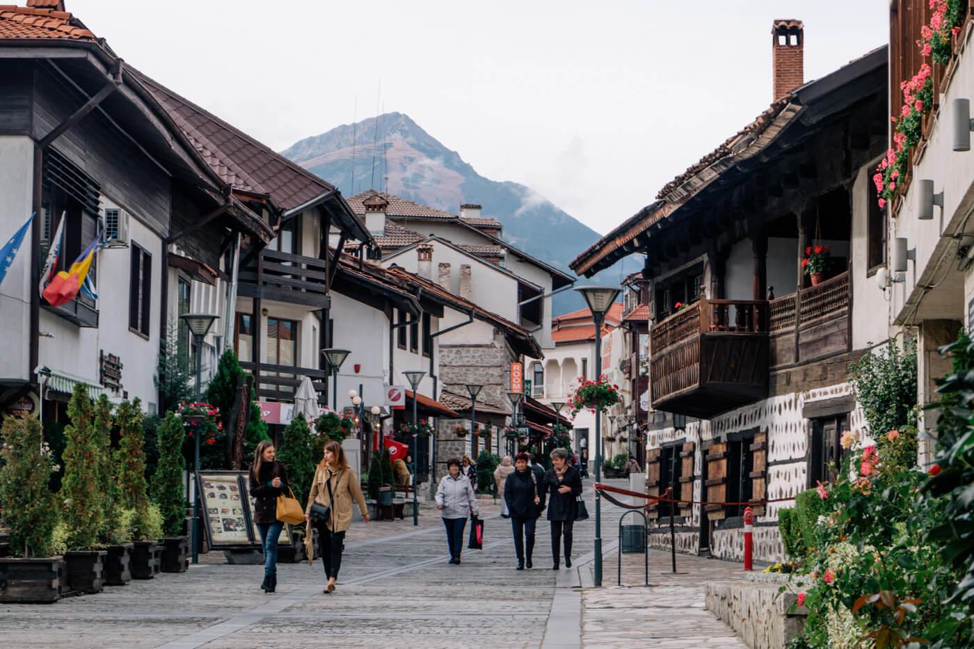 活気あふれる旧市街