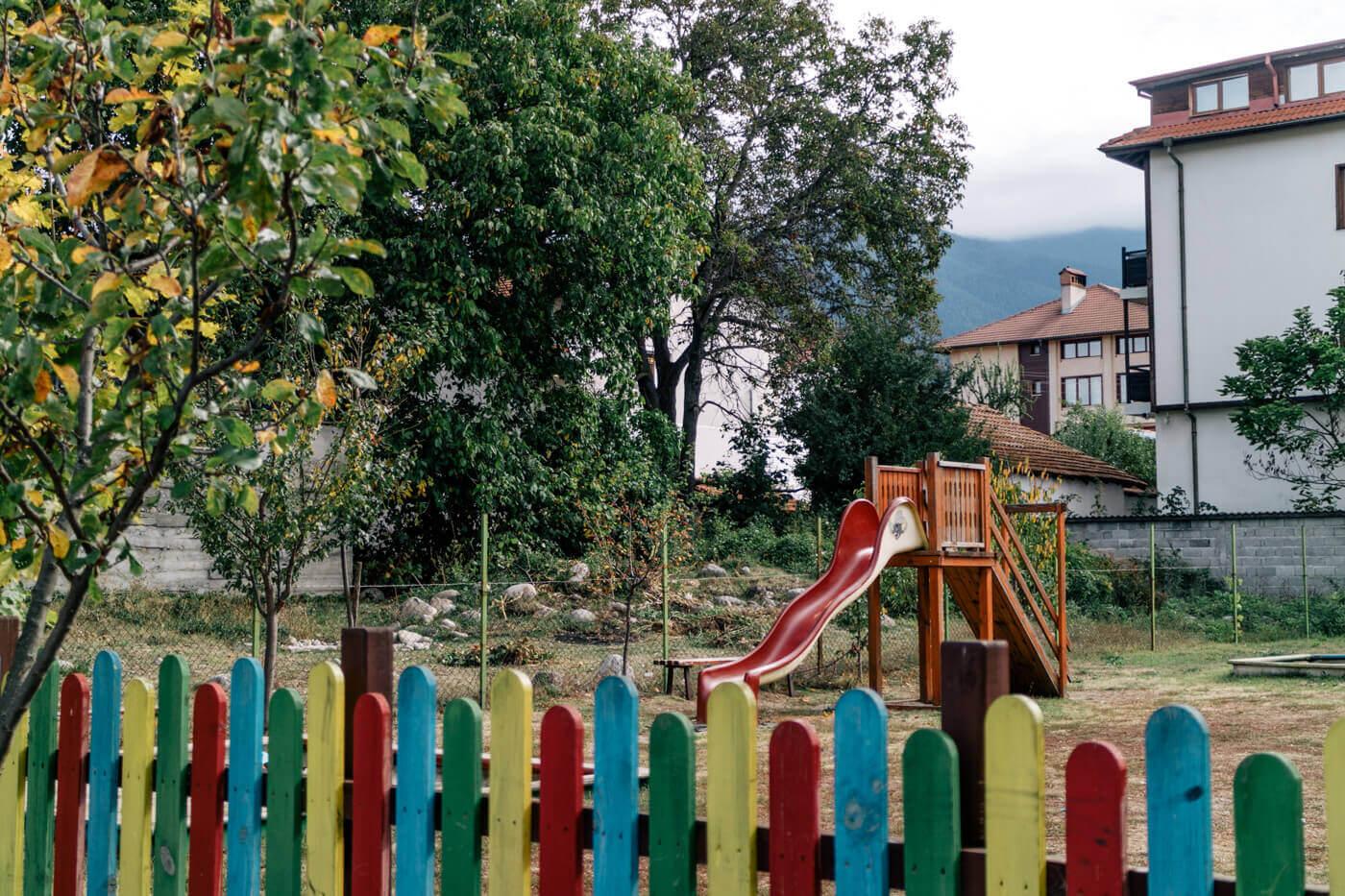静かな住宅地にある小さな公園