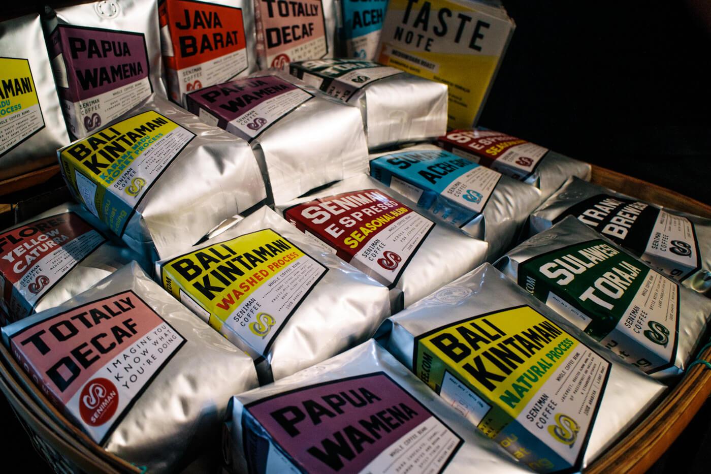 数種類のコーヒー豆を販売しています