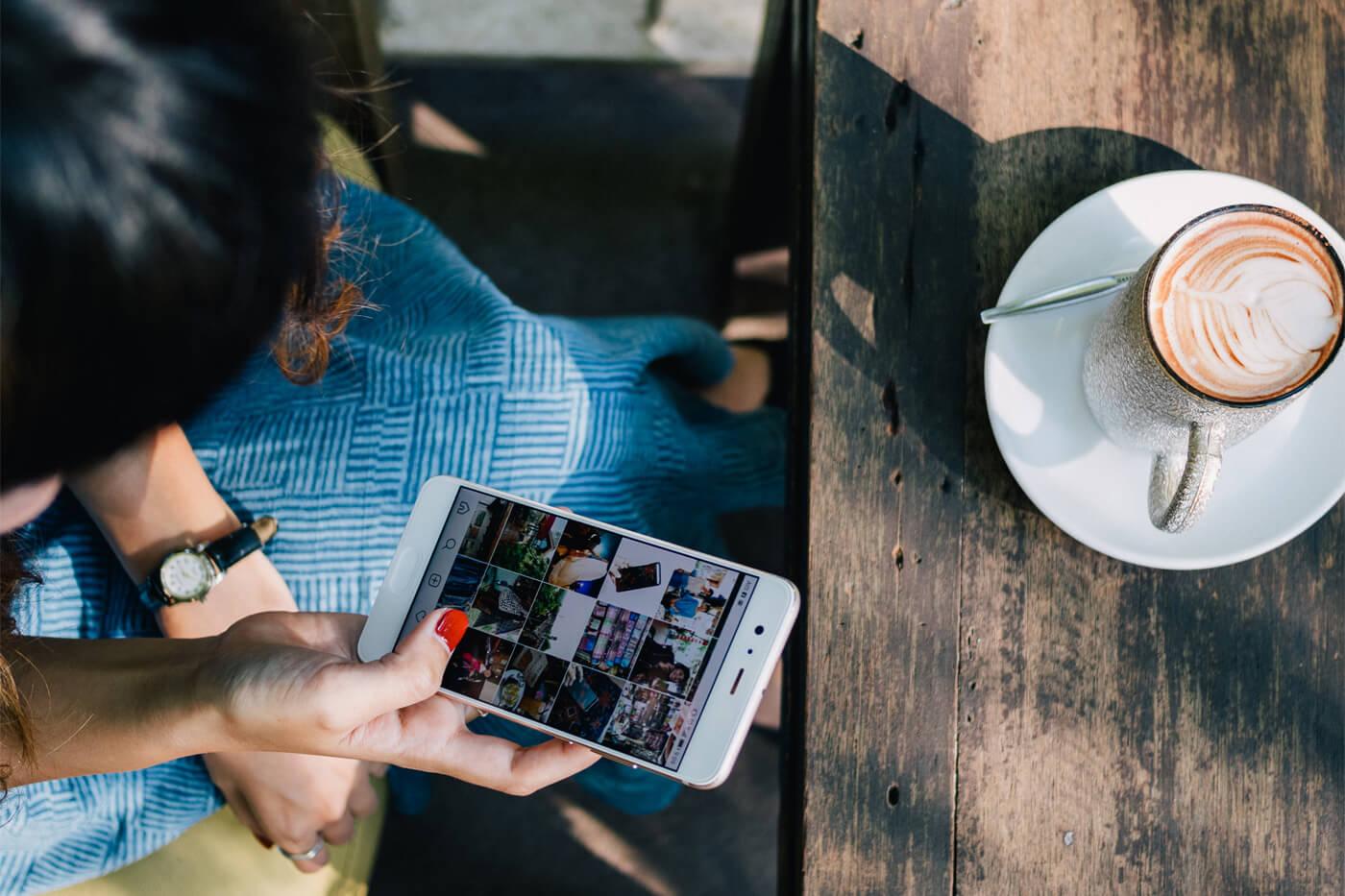 スマホアプリから仕事の管理と業務報告もできます